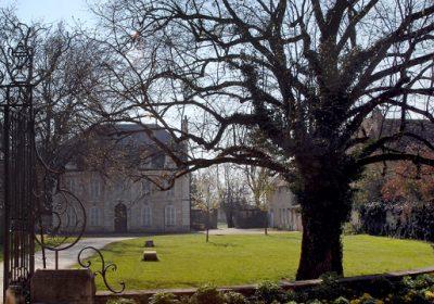 Insolite : le parc du château de Pouilly « en par 3 »