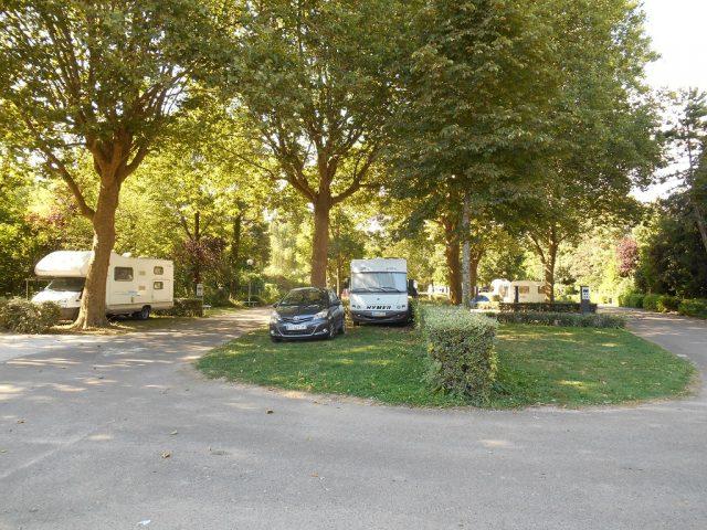 emplacement avec de l'ombre au camping du lac Kir Dijon