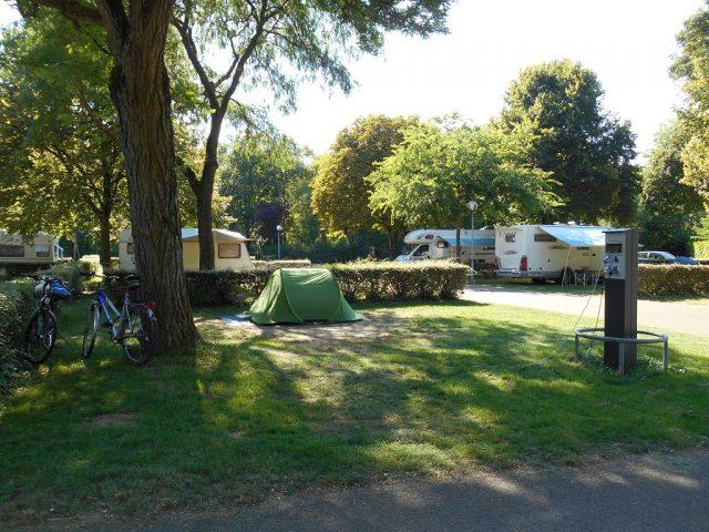 emplacements du camping du lac Kir Dijon