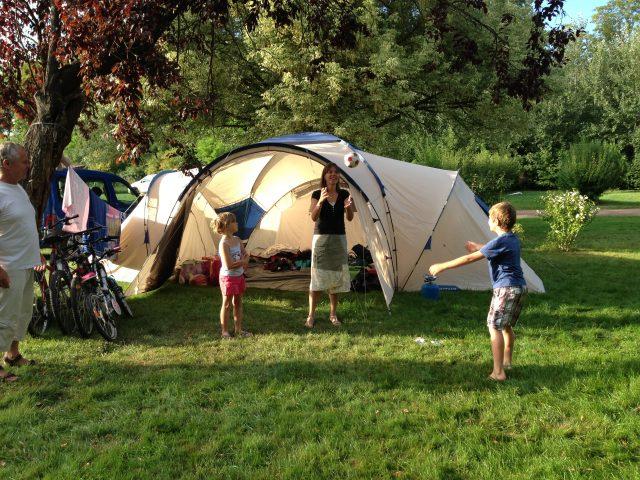 La famille au camping