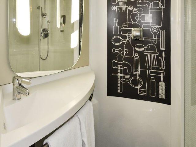Salle de bain Ibis Dijon Centre Clemenceau