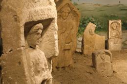 Stèles funéraires, Coll. gallo-romaine, Musée de Nuits-Saint-Georges