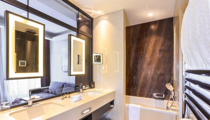 salle de bain grand hotel la cloche