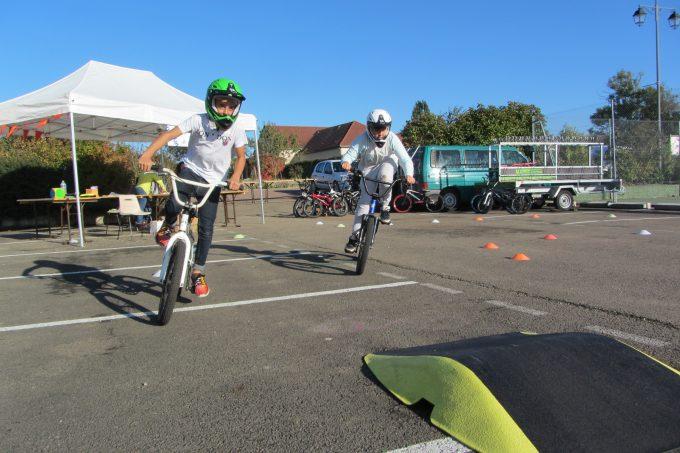 BMX attraction sur piste modulable