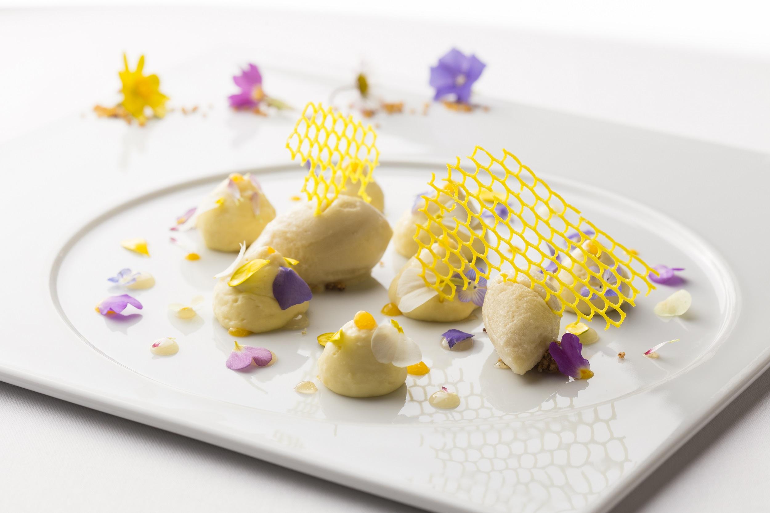 Dessert with Abbaye's honey (1)