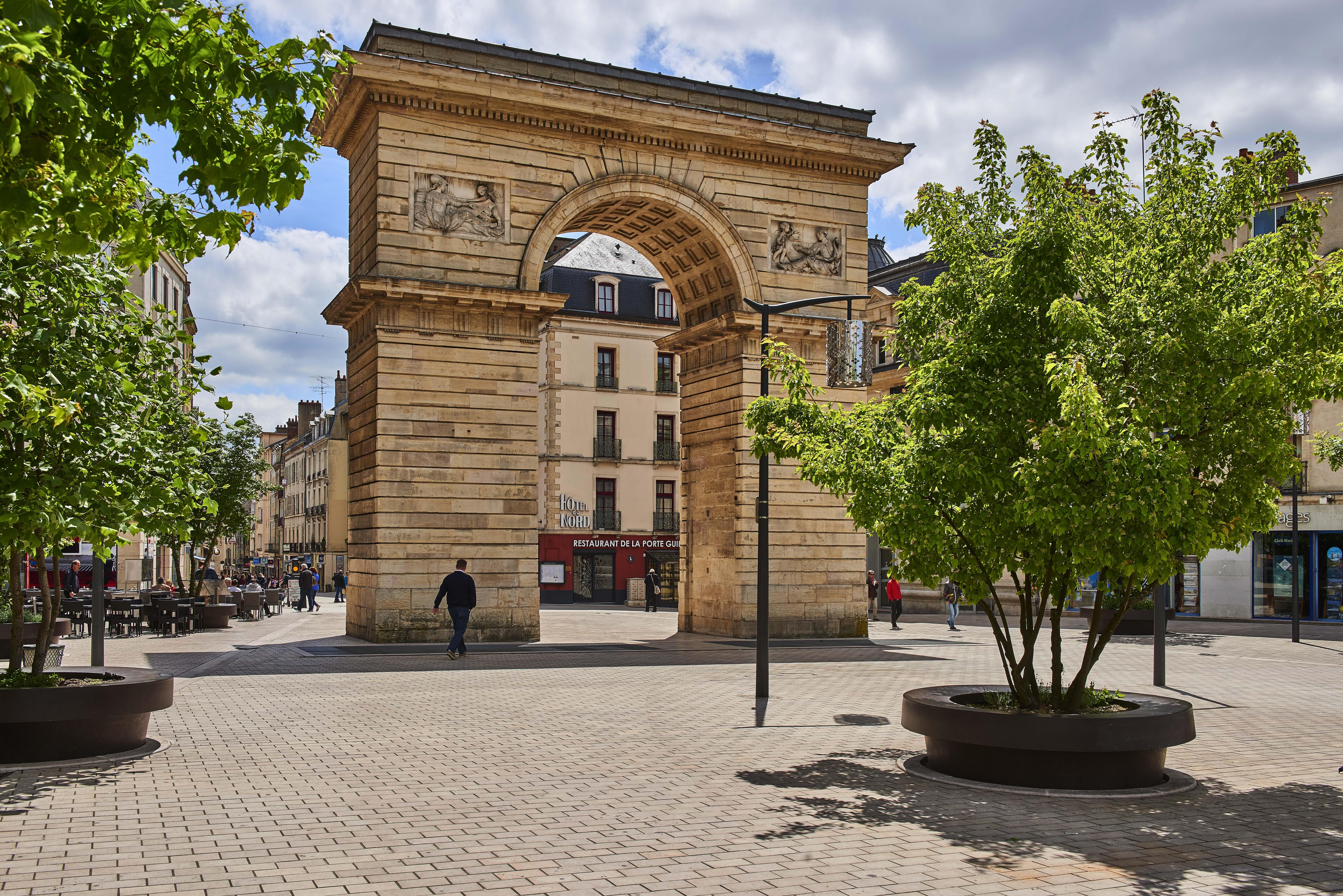 Place Darcy Arborée