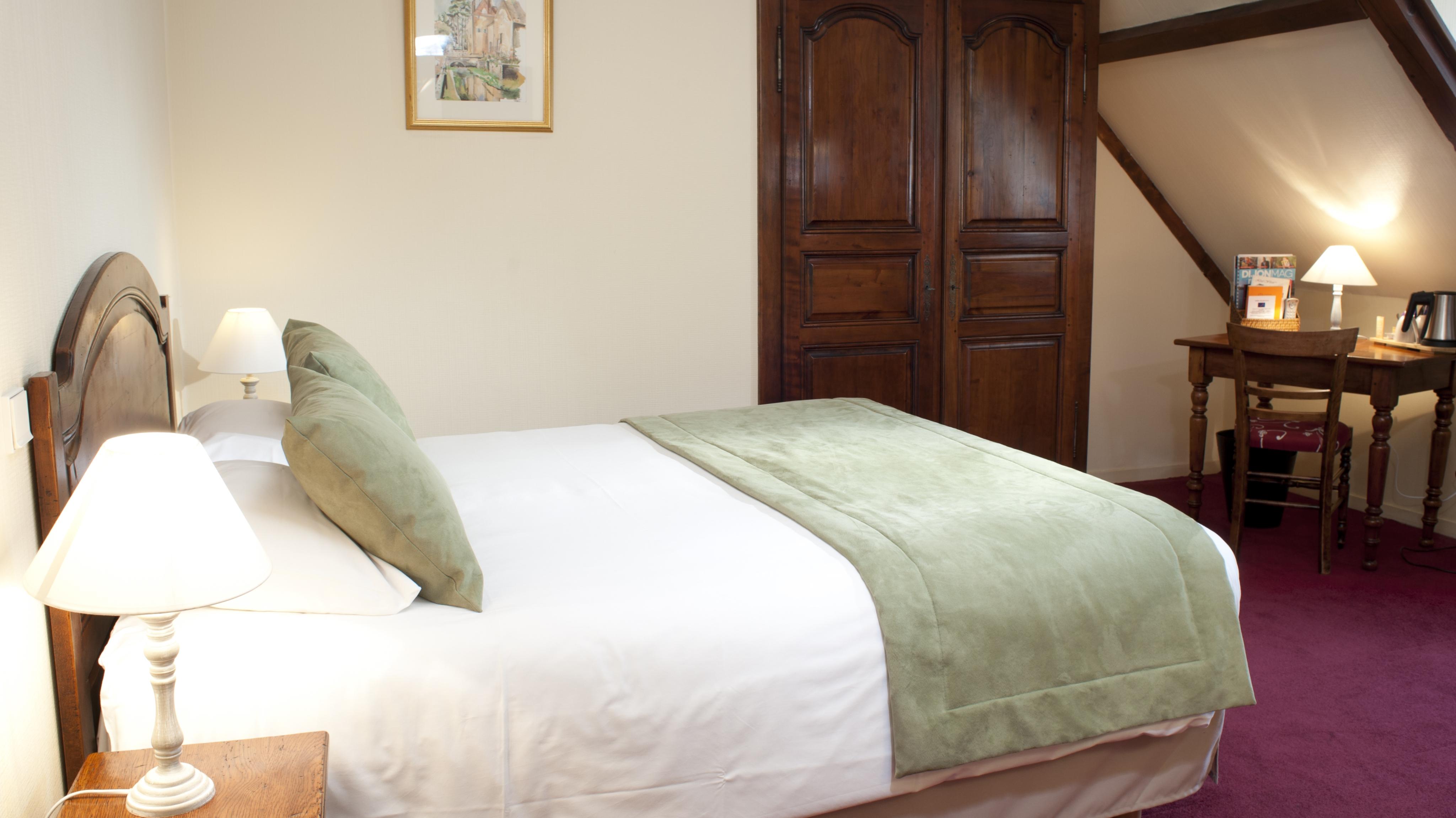 chambre-triple-hotel-wilson-dijon-2